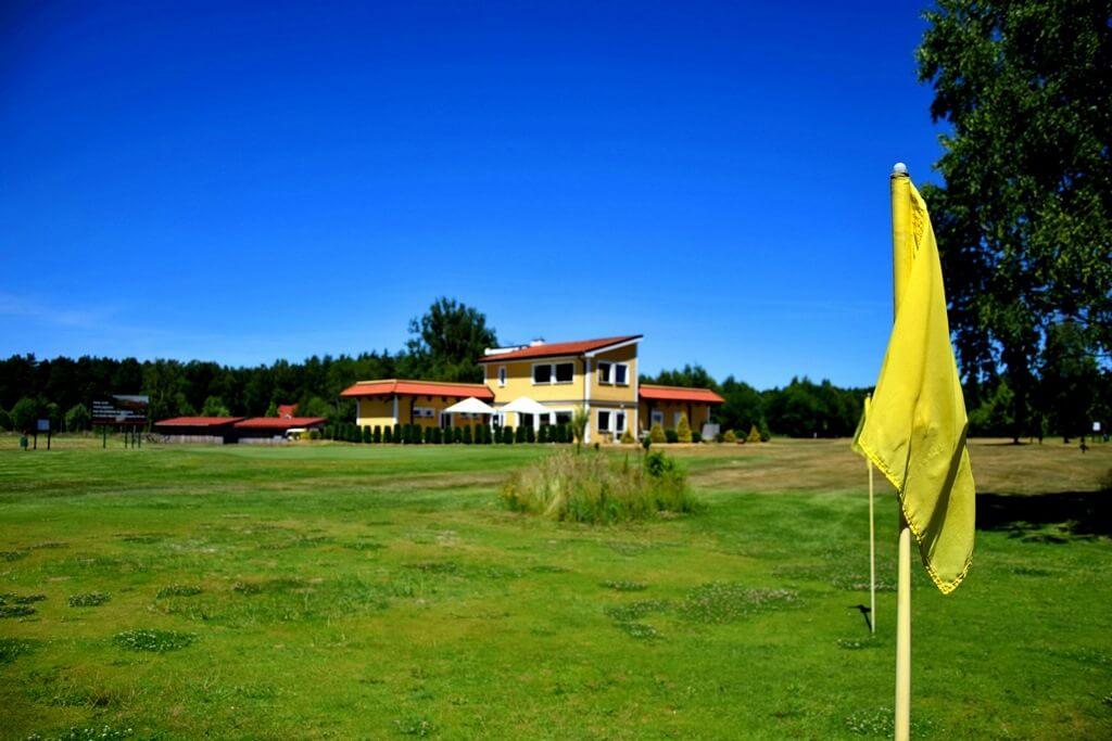 pole golfowe grębowo